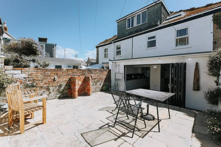 St Ives house, central, parking, outdoor area