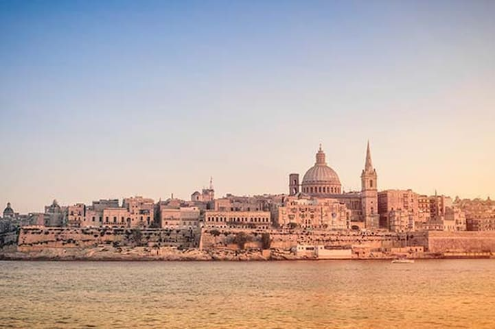 Perfect base to explore Valletta. Just 10m away
