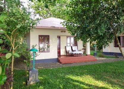 Family Cottage near Vembanad Lake @ Kumarakom - Bed & Breakfast