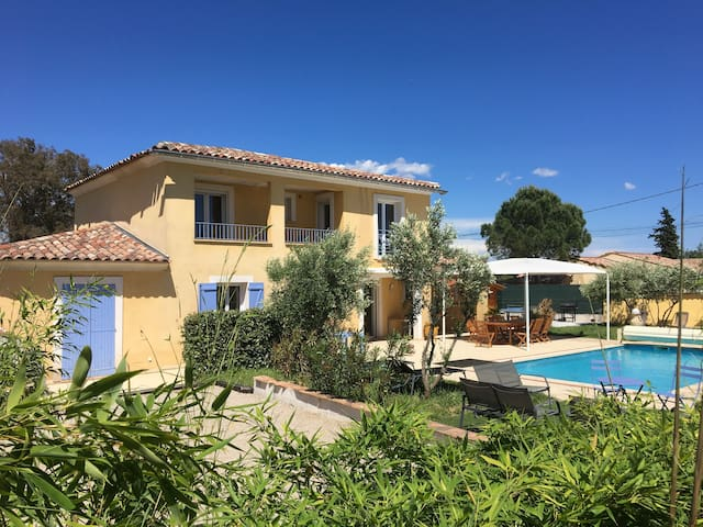 villa 12pers dans le var piscine chauffée et spa