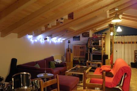 Appartement atypique et agréable - Reignier-Esery - Квартира