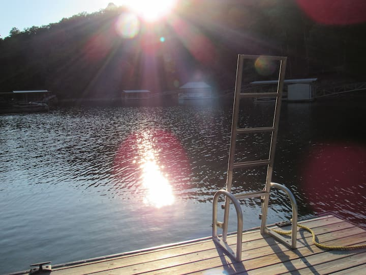 Lazy Lagoon, Private dock, High Speed Internet.