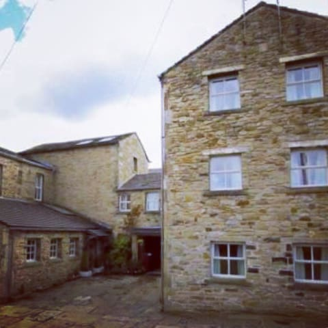 En suite in converted hotel - Padiham - Townhouse