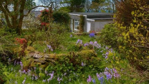 Peaceful self-contained chalet above Nefyn bay