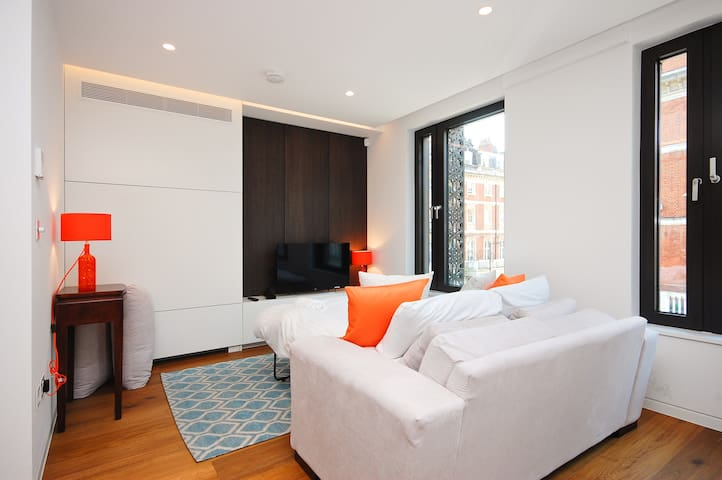Stunning 1 Bed minutes from Bond Street