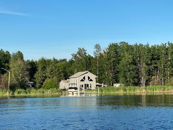 Lakefront @Lac La Nonne-winter or summer retreat!