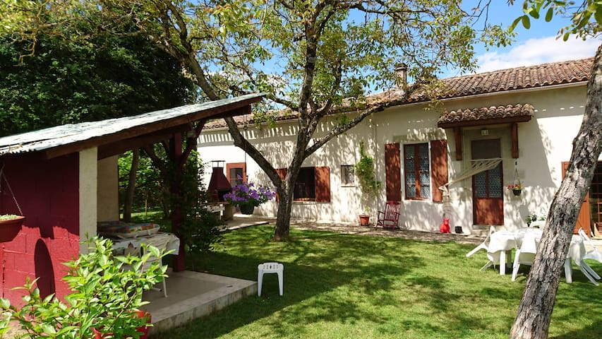 Gîte des Calèches, private garden - heated pool - Miramont-de-Guyenne - House