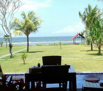 三食の料理、掃除、お手伝いさんつき、プラベートプールつき、海目の前 - 峇里島 - 別墅