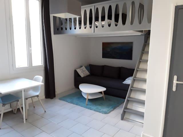 Beau Studio Mezzanine en plein coeur de Bandol