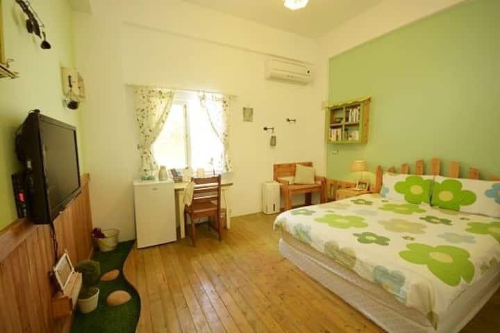 鄰近山水沙灘的獨棟別墅,住宿空間充滿手感佈置的溫馨舒適感,設有完善廚房可供使用,適合度假常住