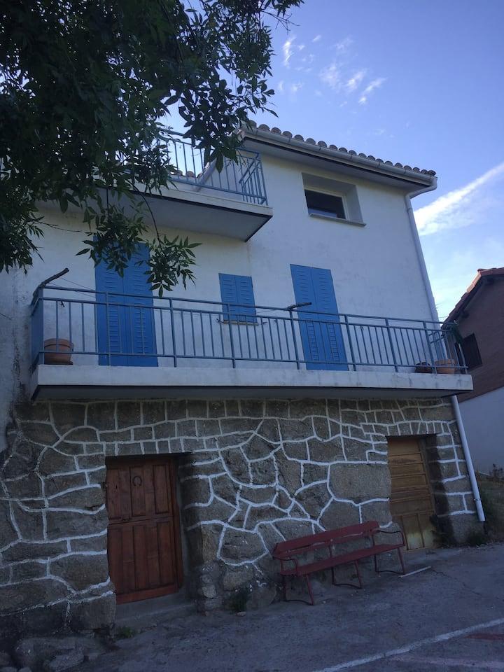Navarrevisca Azul- comfort and stunning views!