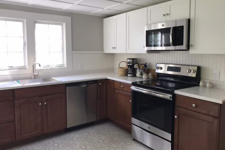 Newly renovated home-walking distance into town