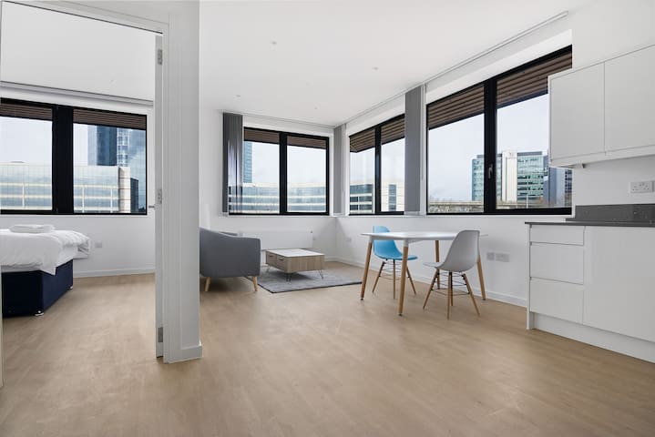 Beautiful, modern 1 bed flat in Brentford!