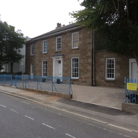 Georgian Townhouse - Single / Twin - Camborne