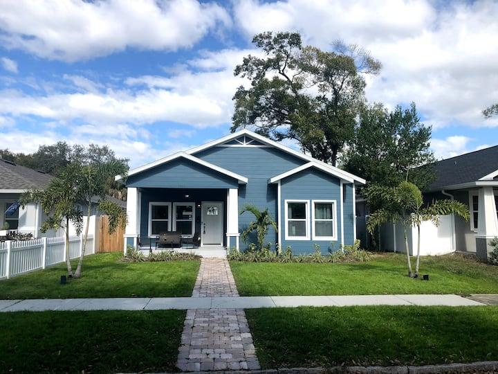Mi Casa, Blue Casa