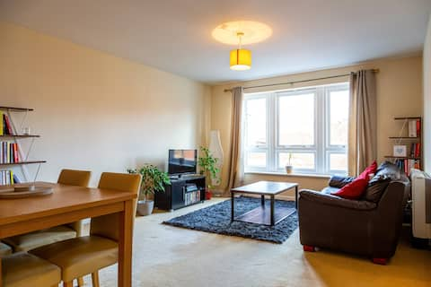 Spacious & Cosy Central 1 Bed Apartment | Parking