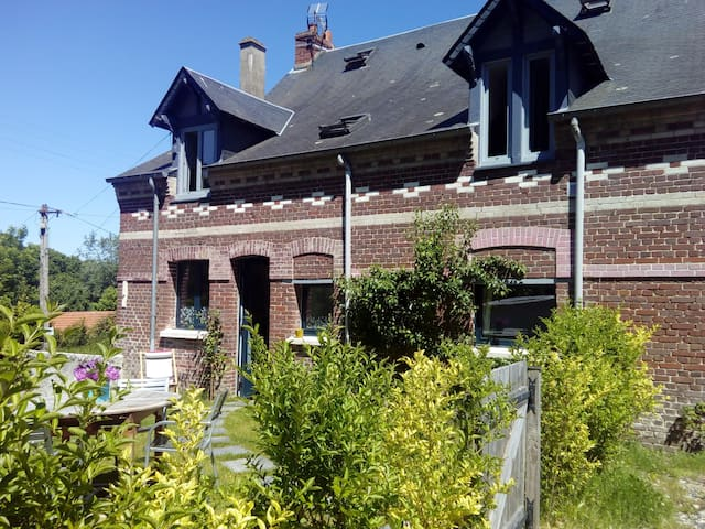 Petite maison avec jardin au calme