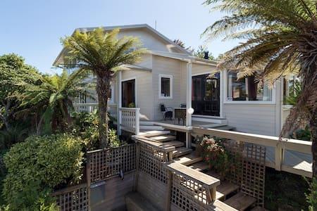 Kotukutuku Lakehouse - Rotorua - House