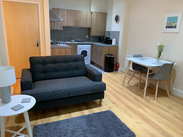 Modern 1 bed Barbican apartment, private parking
