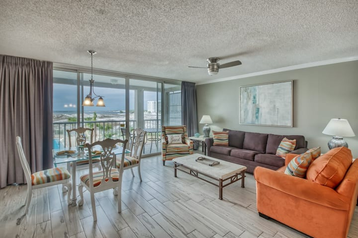 Spacious, Updated Condo & FREE Fishing.Golf.Bike.Dolphin Cruises!