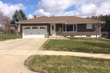 NW Rochester home. CLOSE TO MAYO! - Рочестер