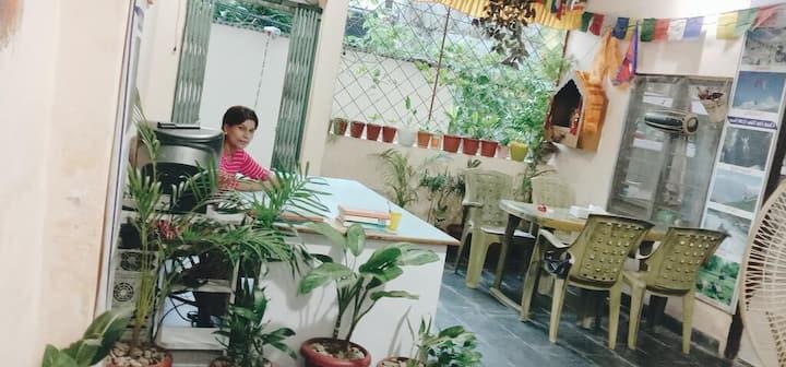 Piya Guest House + Restaurant