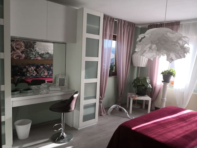 Privates Zimmer mit Balkon im Herzen des Taunus