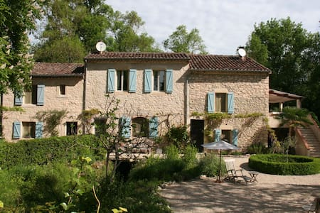 Lovely charming house on a large property. - Aussac - Casa
