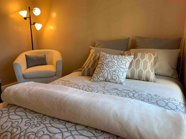 Modern Private Bed and Bath, Close to LAX and LGB