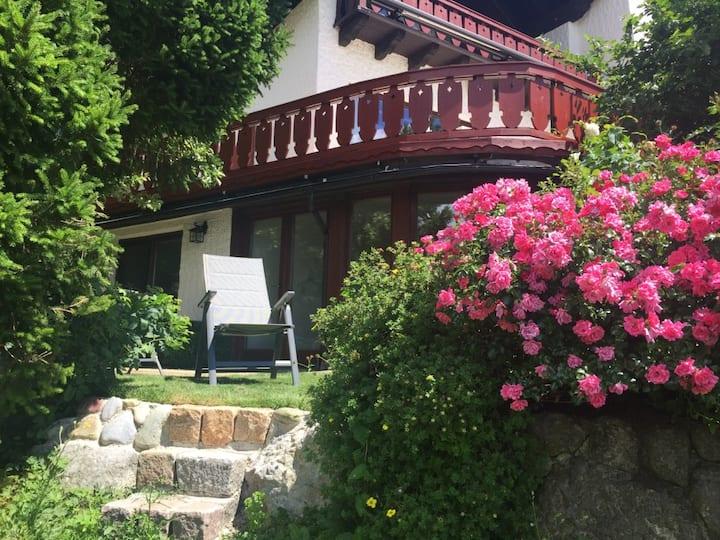 Ruhige Wohnung umgeben von idyllischer Landschaft