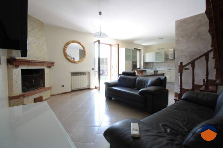Only 10 Minutes by Car from Gardaland - Gioia House