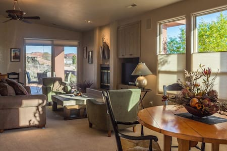 PET FRIENDLY 2BR/2BA Twin Home In Entrada - Santa Clara - Casa