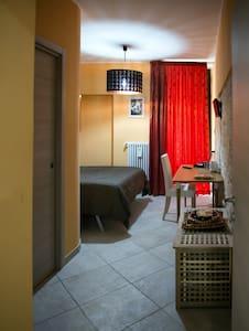 Camera con accesso indipendente - Acquaviva delle Fonti - ที่พักพร้อมอาหารเช้า