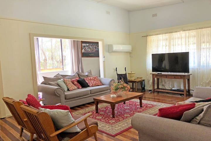 'Daves Place', 27 Rigney St - Holiday house with WIFI, Aircon & Boat Parking