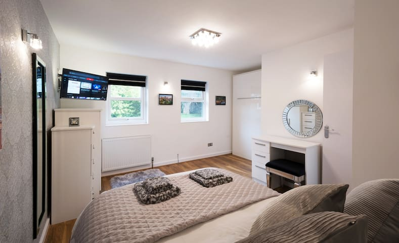 🏡 Pear Tree Holiday Home - York City Centre 🚗