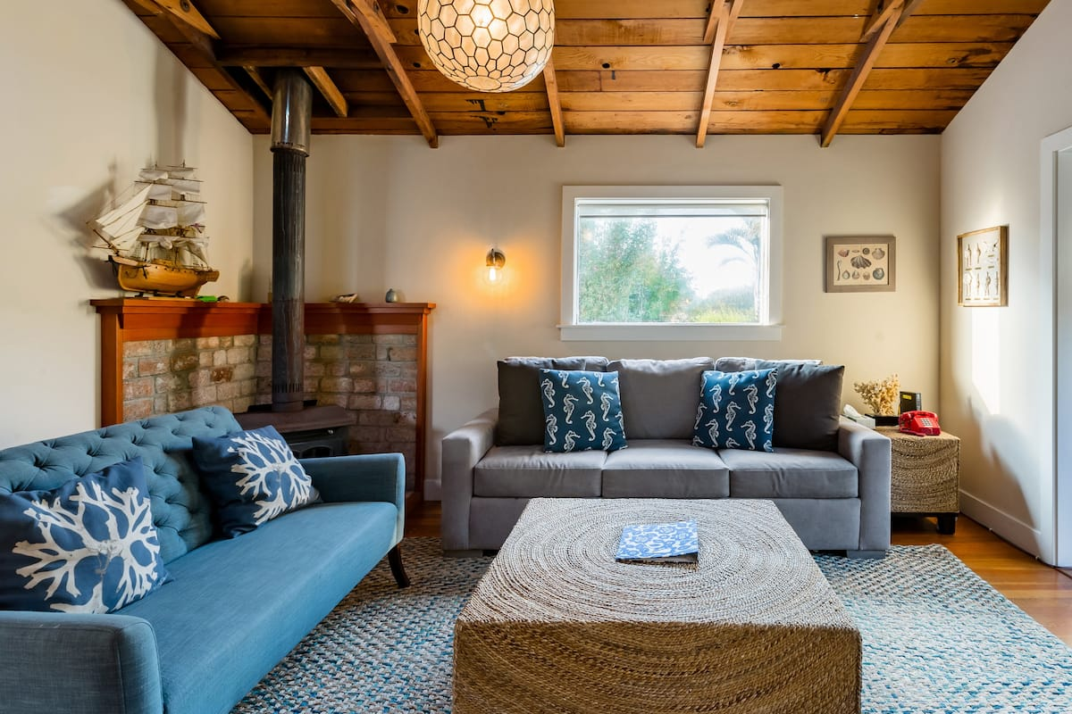 Peaceful Retreat with Garden, Steps from Stinson Beach