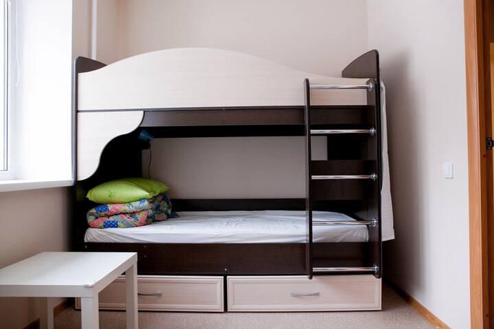 кровать в мужском 4х-местном номере в хостеле