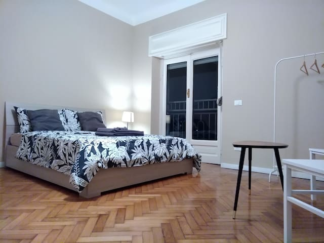Spacious double room close to center