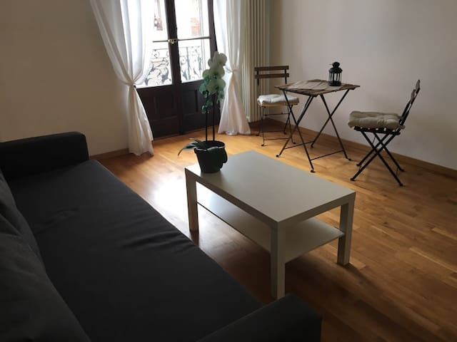Bright room in the heart of Geneva