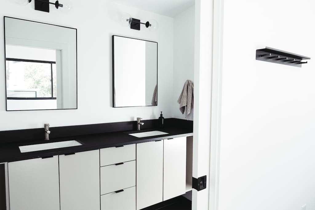 Master en suite bath with double vanity and large walk-in shower