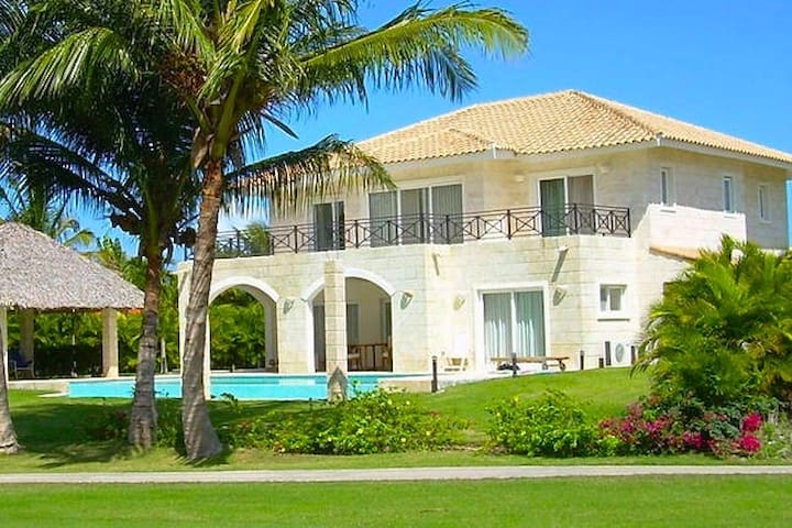 Fantastic 4 bedroom/ 5 bathroom Villa & Pool - Punta Cana - Villa