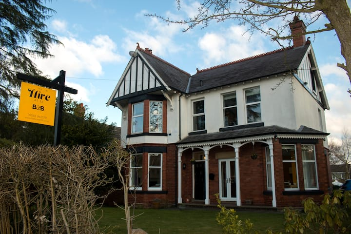 B&B Weaverham  near Northwich✪King✪Parking✪Smarttv