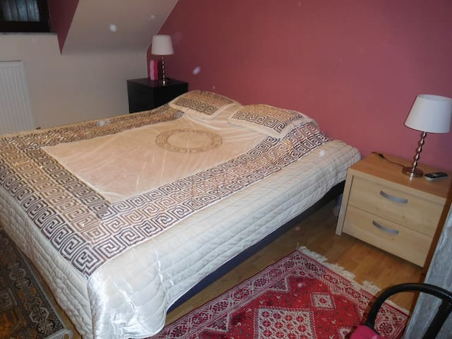 2 chambres à l'étage, espace privatif - Soignies - Pension