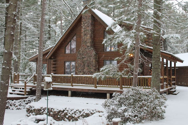 STUNNING Lakefront Log Home--Amazing ALL Seasons!