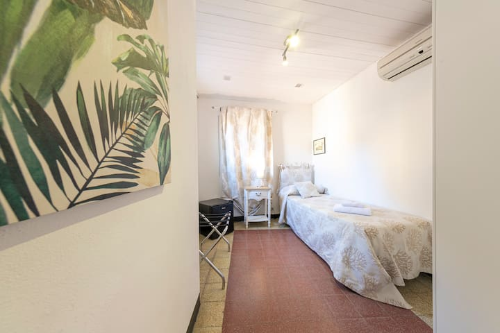 Hydra, single room in Palazzo Villelmi