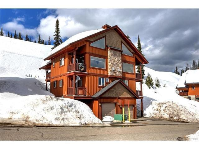 Big White Forest Chalet Ski in / out