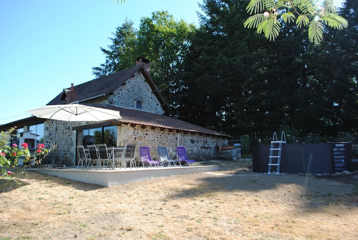Farmhouse with Fishing Lake and Extensive Grounds - Sauvagnac - Villa