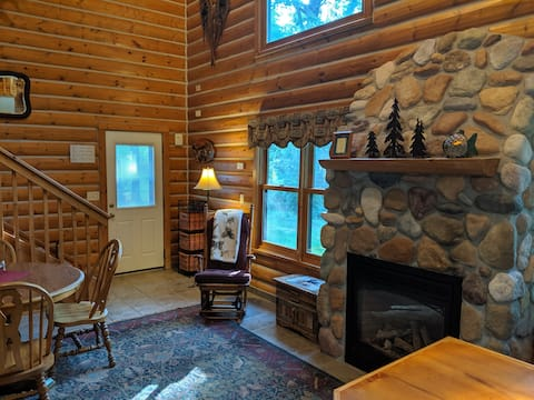 Crosslake Log Cabin on private lake.Sparkly Clean!