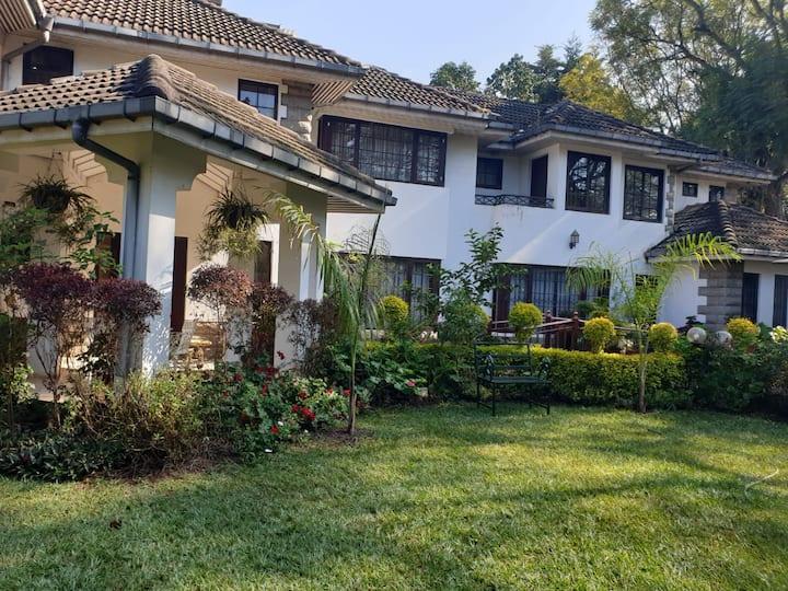 Ekom Retreat, entire guest villa in Valley Arcade