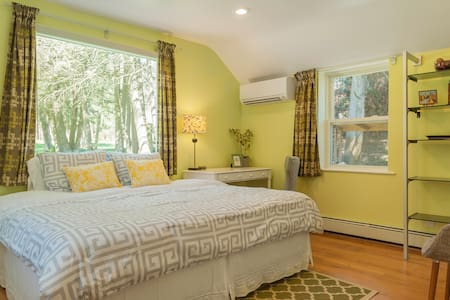 Cozy Private Studio Apartment in W. Concord - Concord - Daire